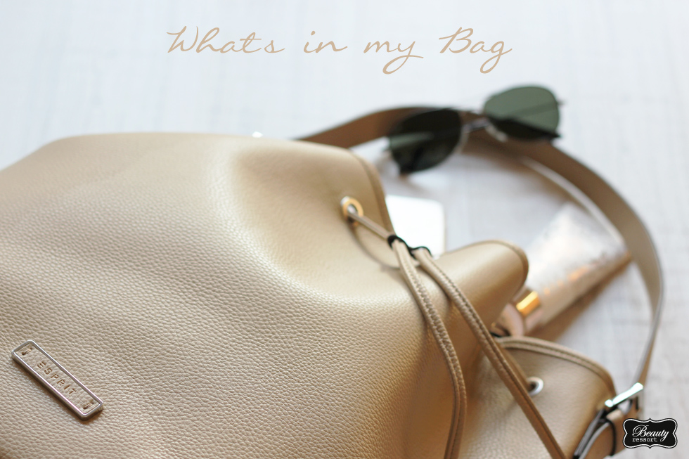 BR_Whats in my Bag_3