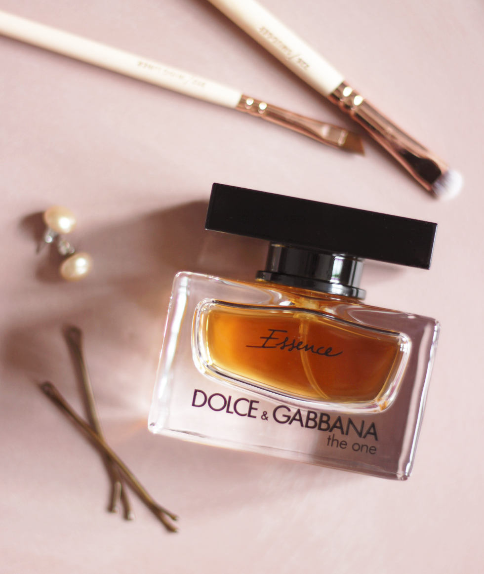 Dolce-and-Gabbana-the-one-essence-beauty-ressort