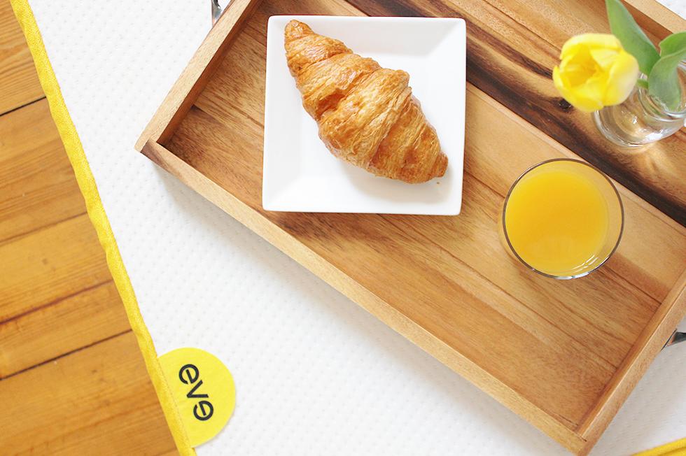 breakfast in bed mit meiner eve matratze. Black Bedroom Furniture Sets. Home Design Ideas