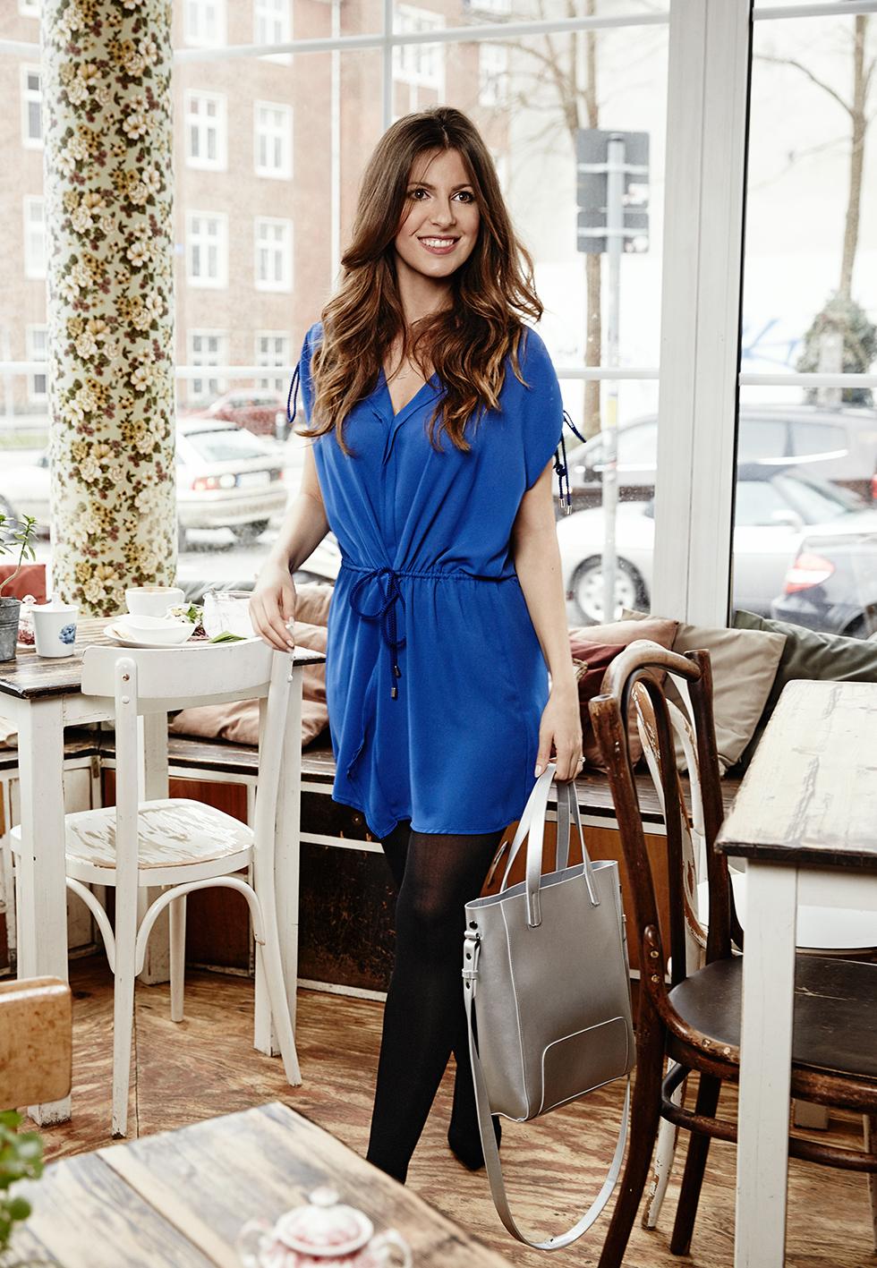 beautyressort-stylejourney-outfit-blaues kleid-metallic--streetystyle-kiel