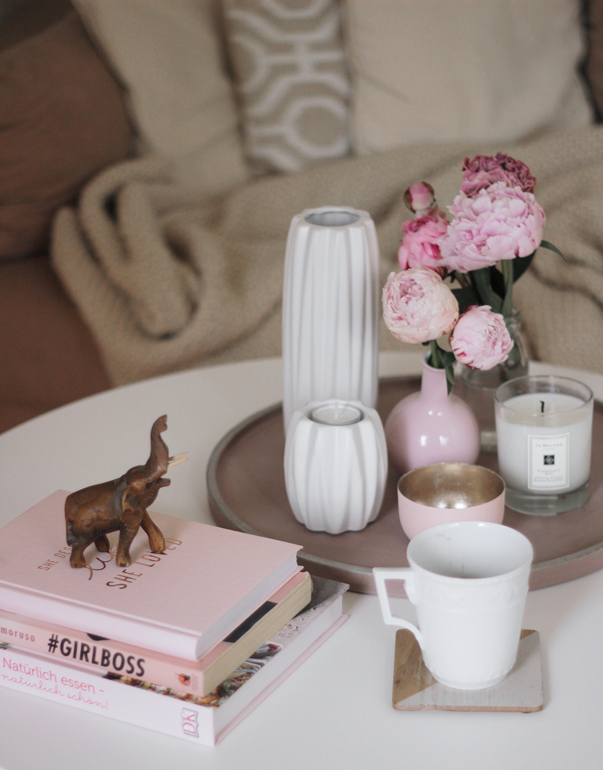 Coffee-table-setting